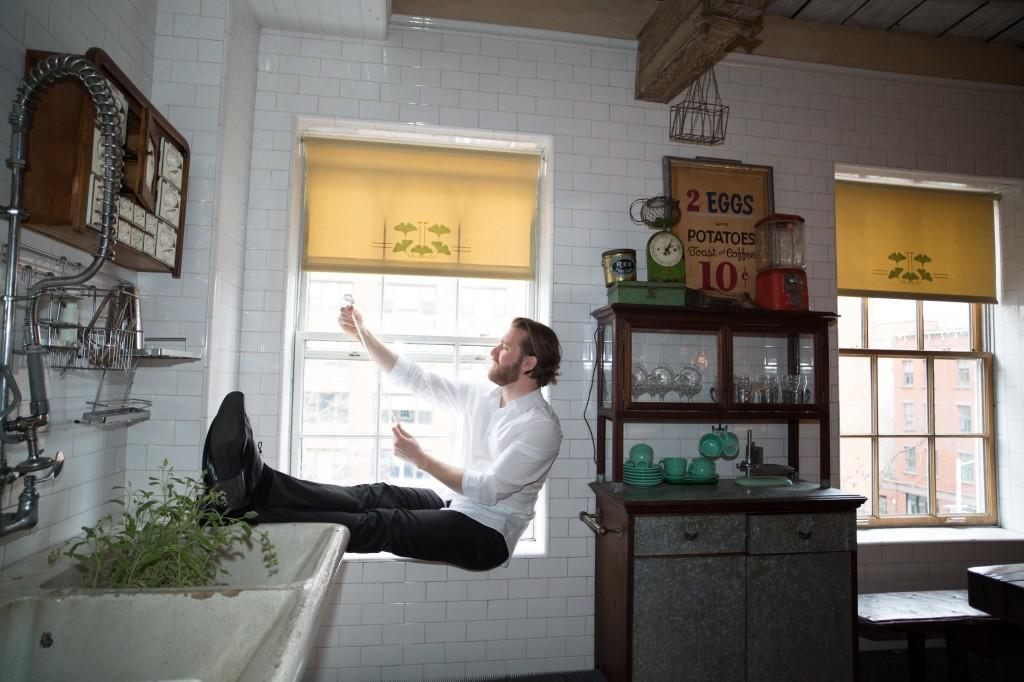 Jesse Blumberg como Figaro. Foto de Rebecca Fay.
